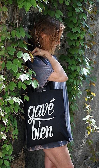 Tenue féminine avec tote bag Gavé Bien